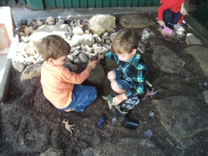 Creative play in the digging pit